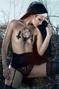 cc68d43820f83edda376945ebc9fef4a--gothic-lingerie-gothic-girls